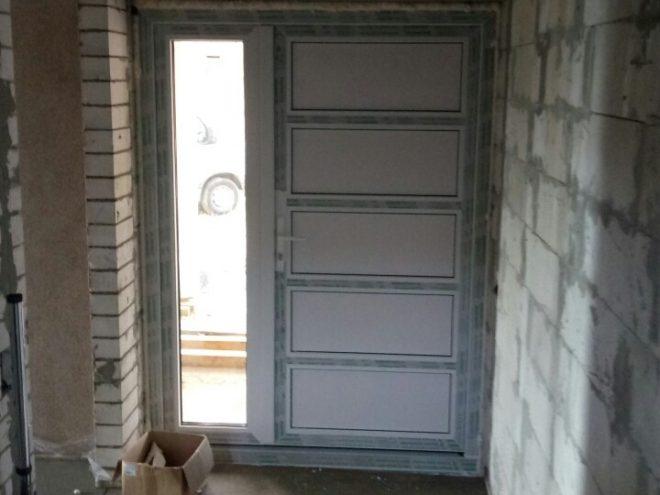 Установка дверей в частном доме